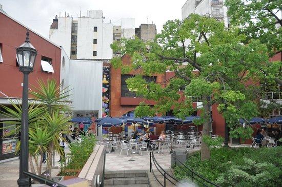 Europlaza Hotel & Suites: Paseo La Plaza frente al Hotel