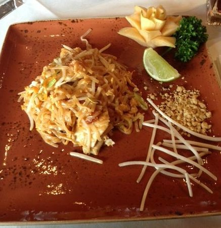 Thai Marina: Delicious Pad Thai Chicken