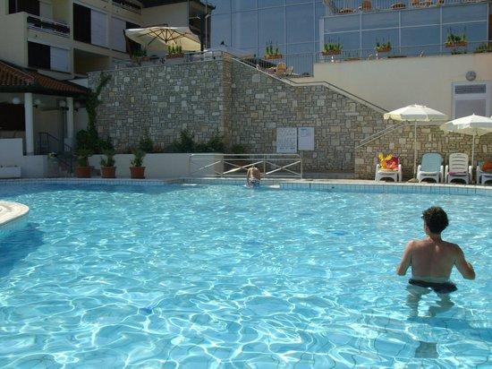Albona Hotel & Residence: piscina