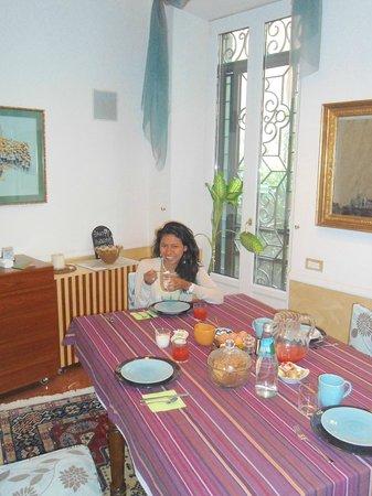 Aldebaran Bed & Breakfast: Desayunando