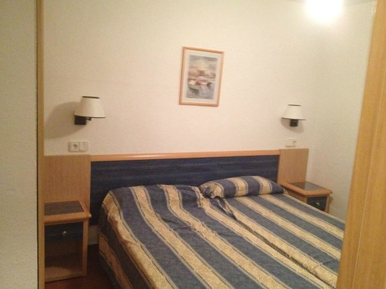 Hotel Apartamentos Portu Saler: Camera da letto