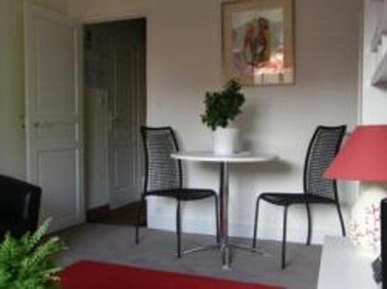 Le Chartil Des Arts : l'espace salon,détente, de la suite
