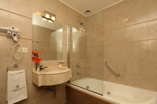Europlaza Hotel & Suites: Baño con hidromasaje