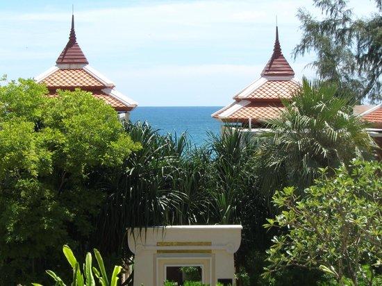 Moevenpick Resort Bangtao Beach Phuket: Blick und Weg zum Meer