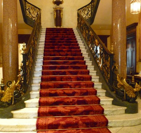 Entrance Of Hertford House The Grand Marble Staircase