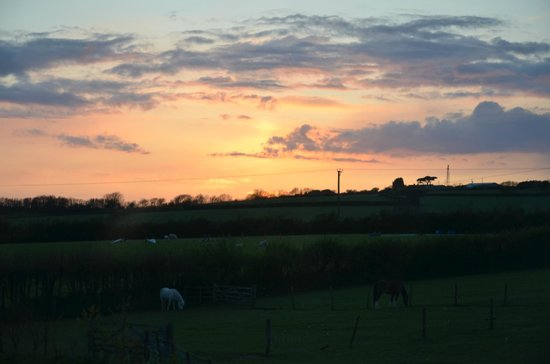 Pollaughan Holiday Cottages: Sunset from Fallow Cottage