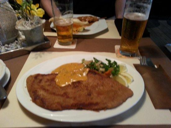 Hotel-Restaurant de Smittenberg: The biggest Schnitzel in the Veluwse (allegedly)