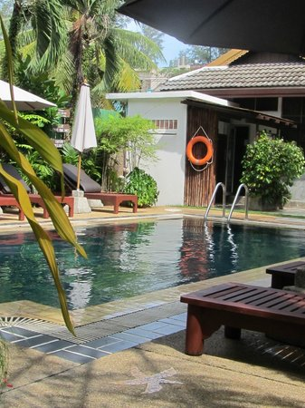 Bangtao Beach Chalet: Pool