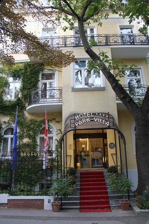 Hotel Park Villa: Hotel Entrance