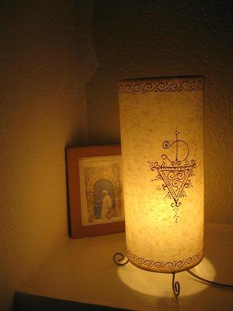 Riad Dar Nawfal: jolie déco de la chambre
