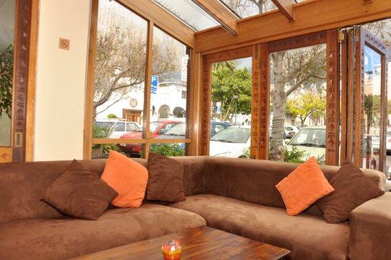 Ikhaya Lodge : Soft sofa seats Patio