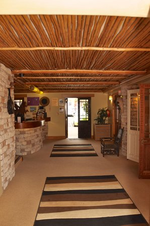 Ikhaya Lodge: long view reception