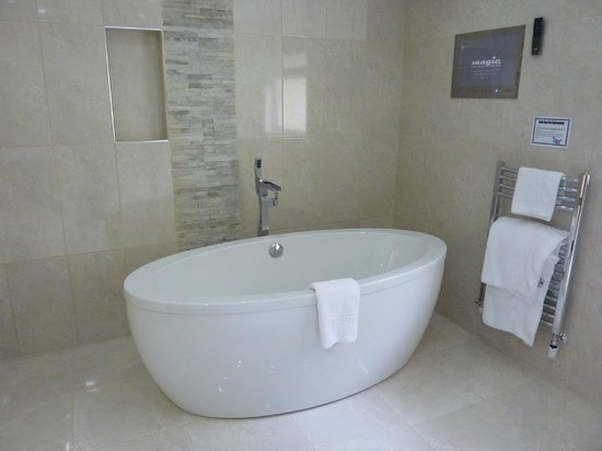 The Meadfoot Bay: Signature Suite with Terrace Bathroom