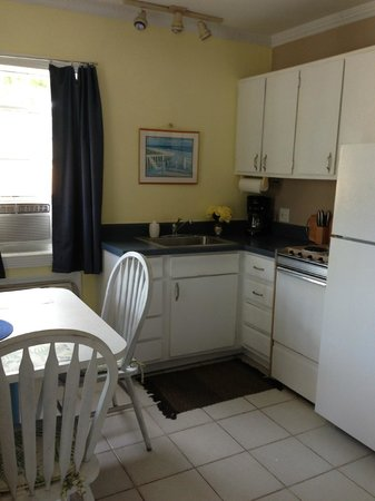 Harbor Lights Beach Resort: Cozy kitchen with table for two in 1-BR Unit #102