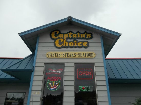 Captain's Choice Family Fish House: View from Virginia Ave.- Big parking lot!