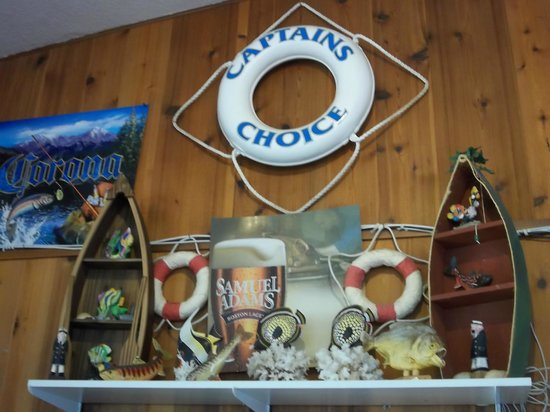 Captain's Choice Family Fish House: Lots of neat decorations; handmade mugs for sale.