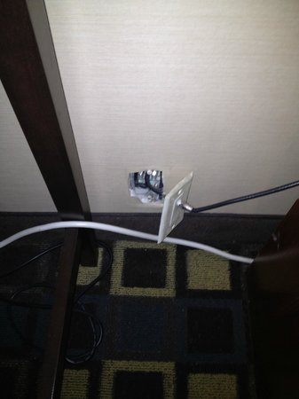 Hampton Inn White Plains / Tarrytown: Cable jack