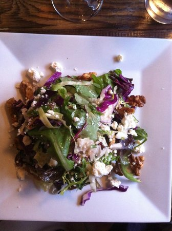Byrsa Bistro: Mesclun, goat chees and fig salad