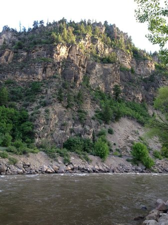 Glenwood Canyon Resort: Camp Ground View