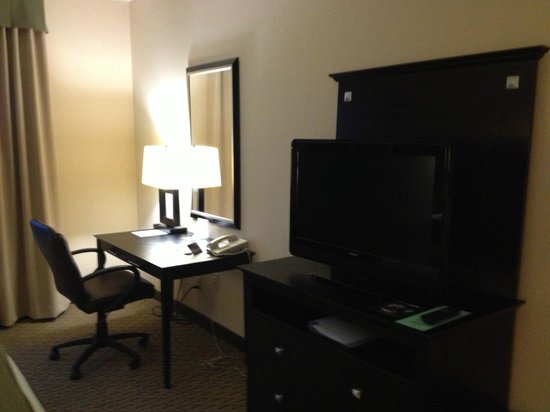 Holiday Inn Express Hotel & Suites Opelika Auburn: Nicely situated work area