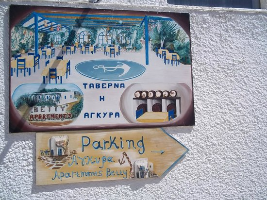 Agkyra Tavern: Διαθέτουμε πάρκινγκ. We have parking too. Obok tawerny istnieje parking.