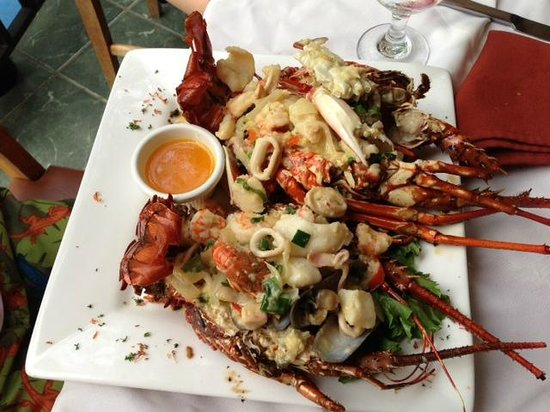 Papagayo Seafood: The full plate
