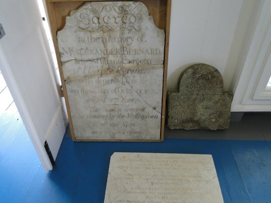 Admiral's House Museum: Funerary exhibits - Museum
