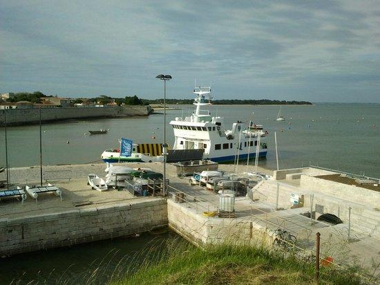 Pierre & Vacances Résidence Le Fort de la Rade : vue sur le port