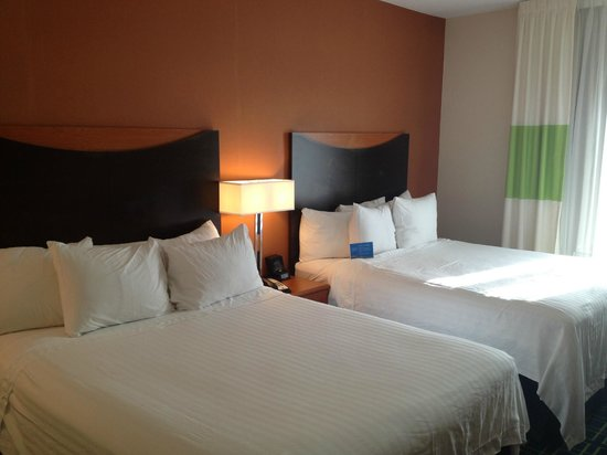 Fairfield Inn & Suites Tallahassee Central: Beds - comforters are too thin
