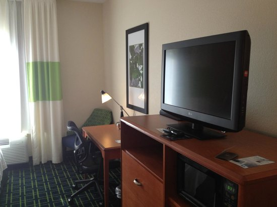 Fairfield Inn & Suites Tallahassee Central: Television and work area