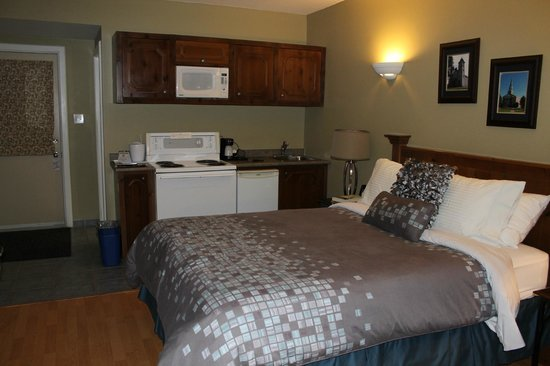 "Antigonish Evergreen Inn: Everything you need in one room (but absolutely no ""old cooking smells!"")"