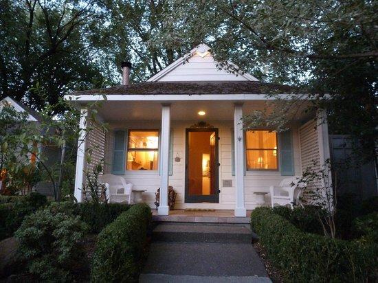 Cottage Grove Inn: Cottage
