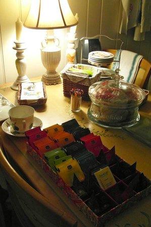 Wyndie Crest Bed & Breakfast: Tea tray