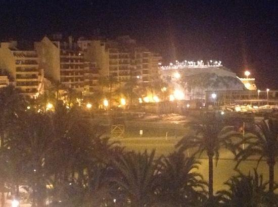 Port Mar Blau : the harbour by night