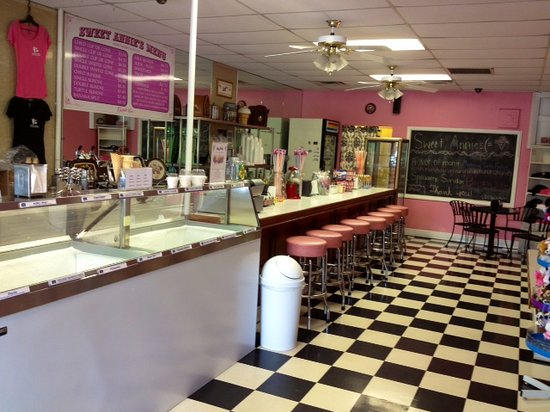Come into Sweet Annie's and experience the charm and fun of an old fashioned ice cream parlour!