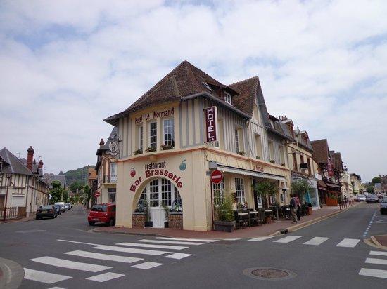 façade de l'hôtel le normand houlgate