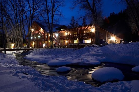 Sipapu Ski Area : With Sipapu's popular FREE Lodging Days, up to 4 guests stay FREE with a lift ticket purchase.