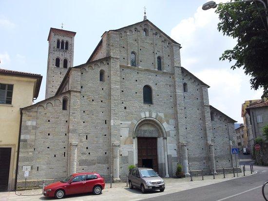 Basilica di Sant'Abbondio: sant'abbondio - facciata principale
