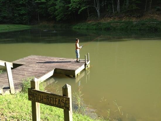 Leatherwood Mountains : fishing in one of the ponds.