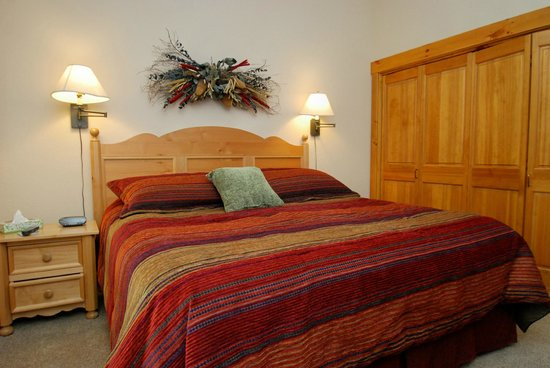 Ski Tip Townhomes: Master bedroom in two bedroom property