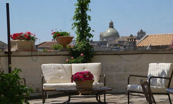 Roof Barocco Suite B&B: Outdoor Living Space
