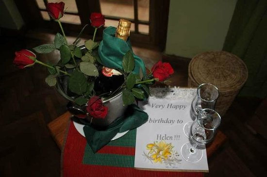 Villa Rosa: Champagne & Roses