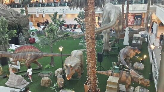 Red Sea Mall: تسوق مع الدايناصورات ردسي