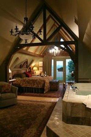 Twin Pine Manor Bed & Breakfast: Alpine Suite