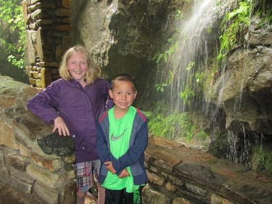 Linville Caverns: Kids Outside