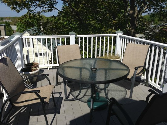 Crowne Pointe Historic Inn & Spa : Private patio off penthouse suite.