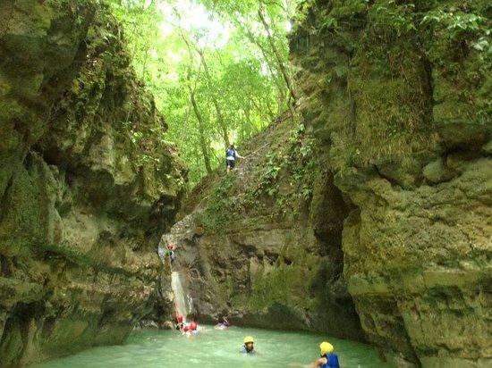 Damajaqua Cascades (27 Waterfalls): 27 Charcos De Damajagua