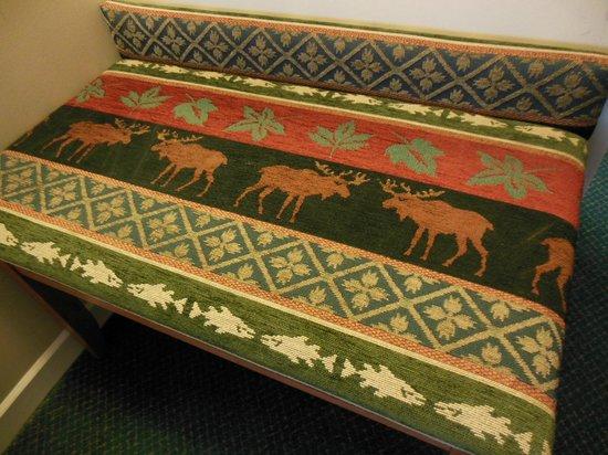 Sawridge Inn and Conference Centre Jasper: Cute upholstery: moose!