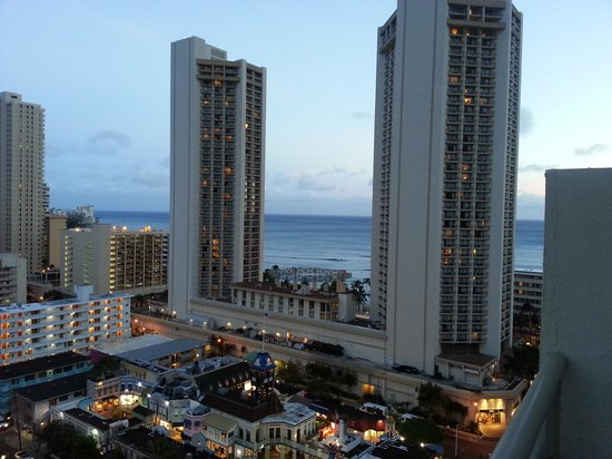 OHANA Waikiki East Hotel: early evening view from the balcony