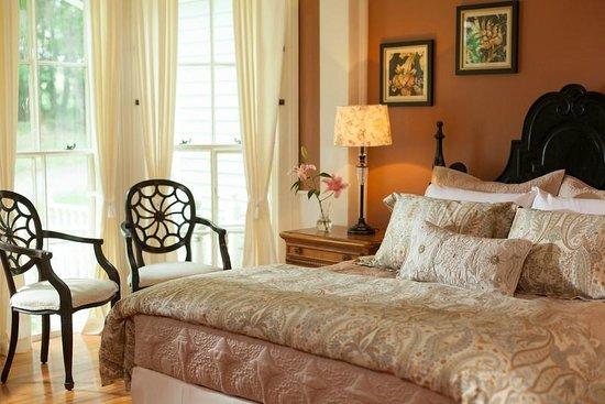 Landmark Inn: Enjoy a romantic getaway to the Baseball Capital!